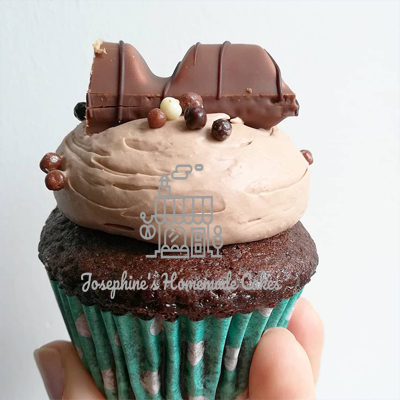 Kinder bueno cupcakes for all bueno and chocolate lovers